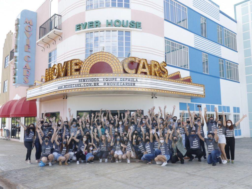 De paula foi a primeira a fazer uma comemoração para empresa no Movie Cars